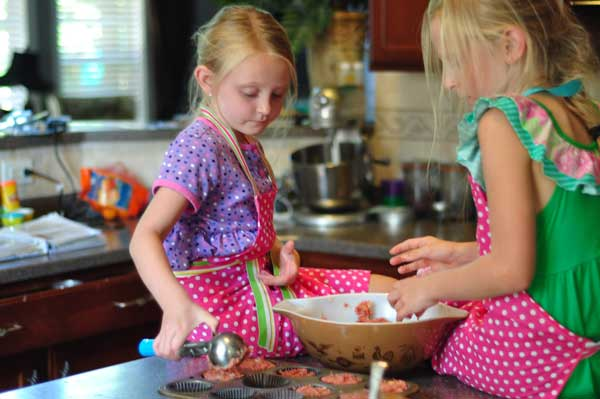 scooping-meatloaf-kids-can-do-it-all